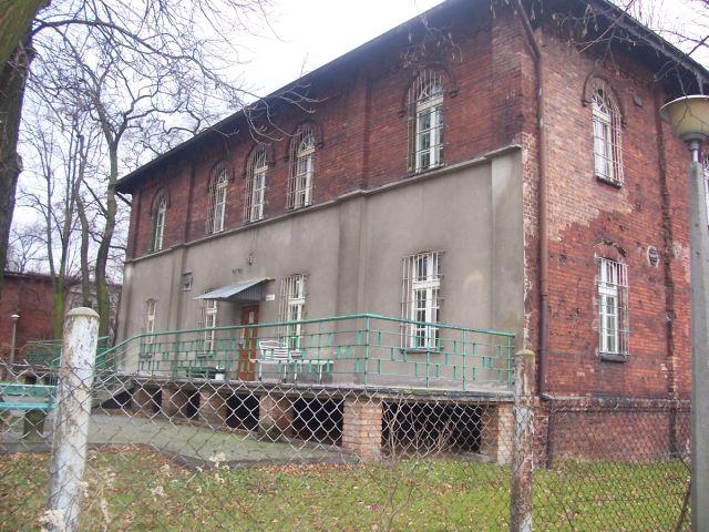 Jeden obiektów, prawdopodobnie na skutek zniszczeń wojennych, został odbudowany w inny sposób.
