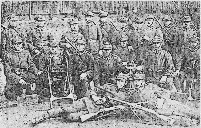 Żołnierze III kompanii ckm I/75pp Rybnik. Widać dwa ckm 7,92 mm wz 30.