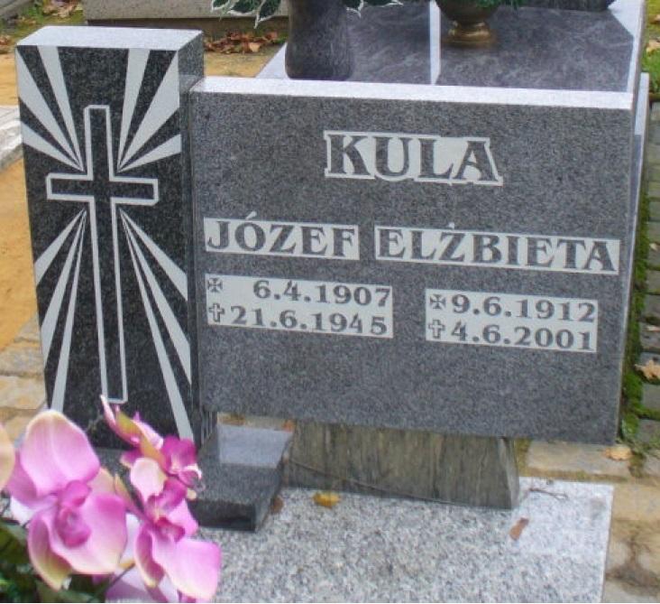 Nagrobek z nazwiskiem Józefa Kuli na cmentarzu w Boguszowicach