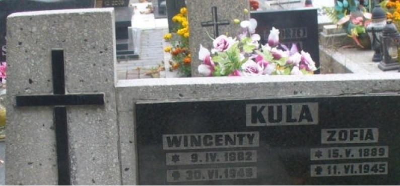 Nagrobek z nazwiskami Wincentego i Zofii Kulów na cmentarzu w Boguszowicach