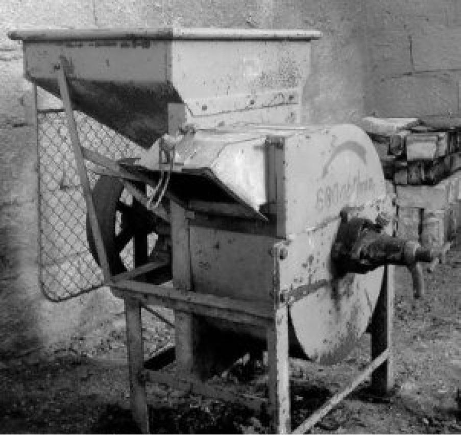 Śrutownik bardzo zbliżony wyglądem do używanego w 1945 r. Nasz śrutownik miał rusztowanie drewniane.