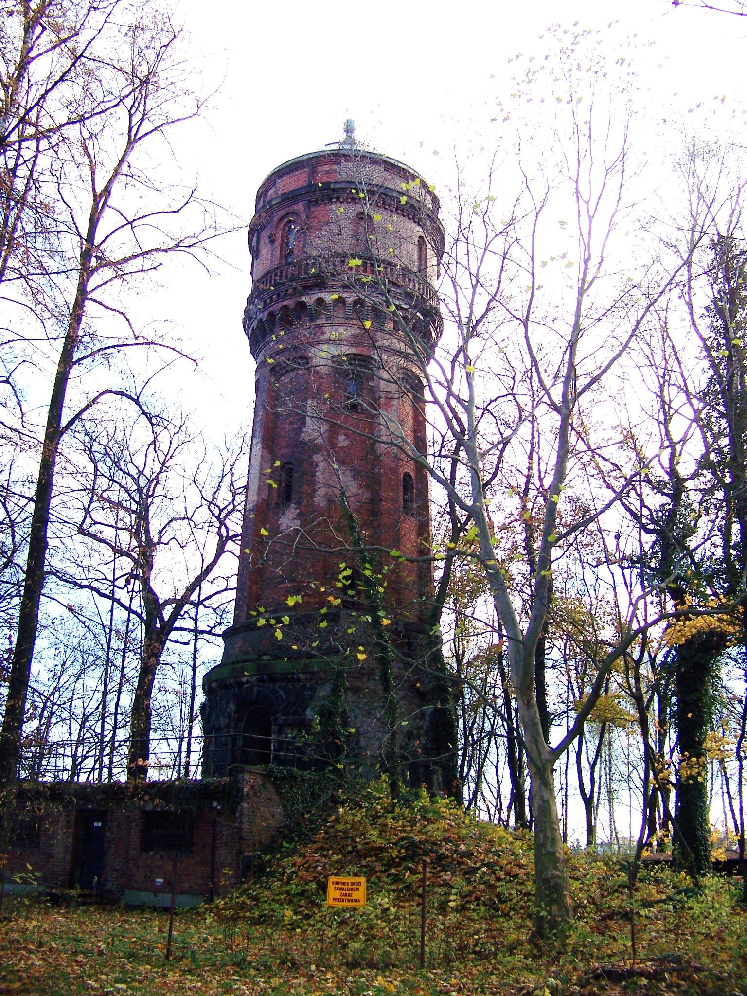 Wieża ciśnień na terenie szpitala psychiatrycznego w Rybniku.