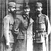 Dmytro Witowski w środku.(www.wikipedia.org)